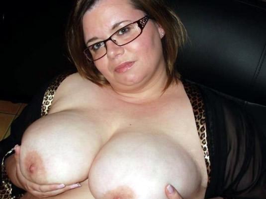 Dicke Lady Larissa zeigt ihre fetten Brüste